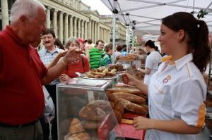Probieren auf dem Schlossplatz – 22. Stuttgarter Brotmarkt